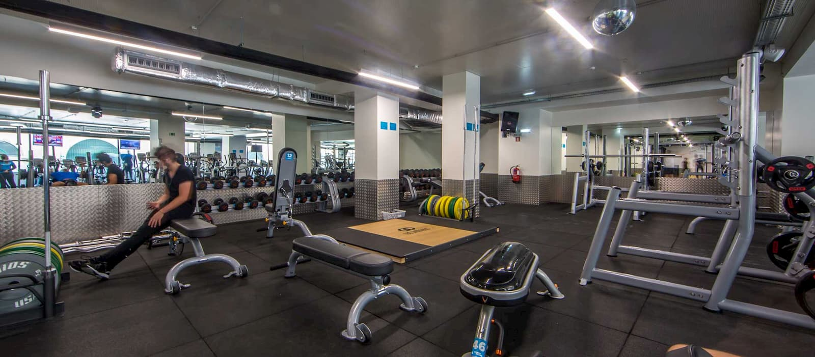 Featured gym: Fitness Hut - Santos facilties
