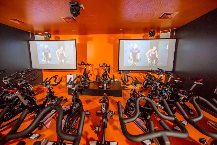 Fitness Hut - Alexandre Herculano facilties